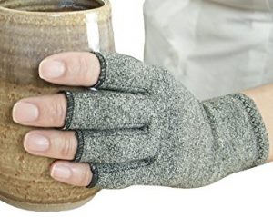 imak-compression-arthritis-gloves
